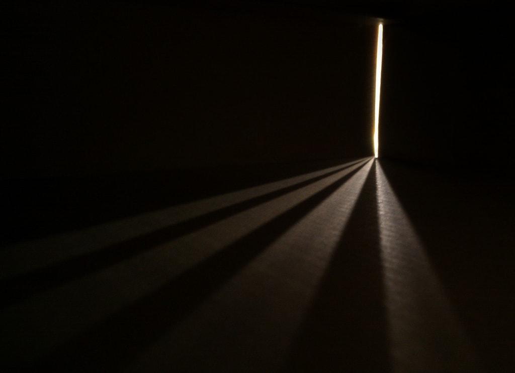 Luz bajo la obscuridad