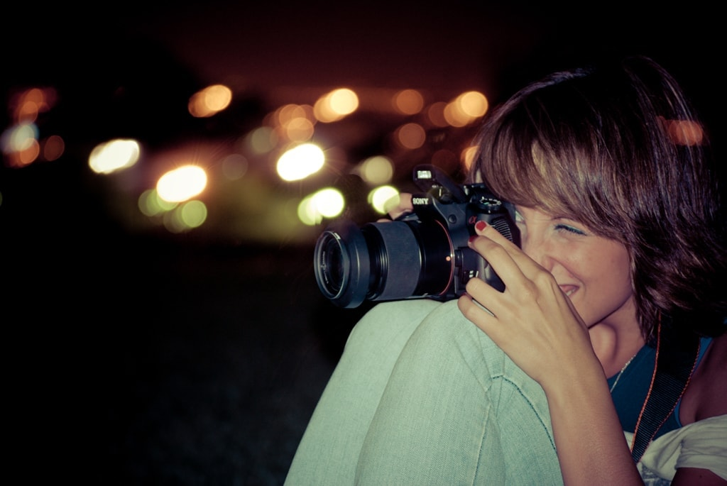 Fotógrafo con Cámara de Fotos Réflex