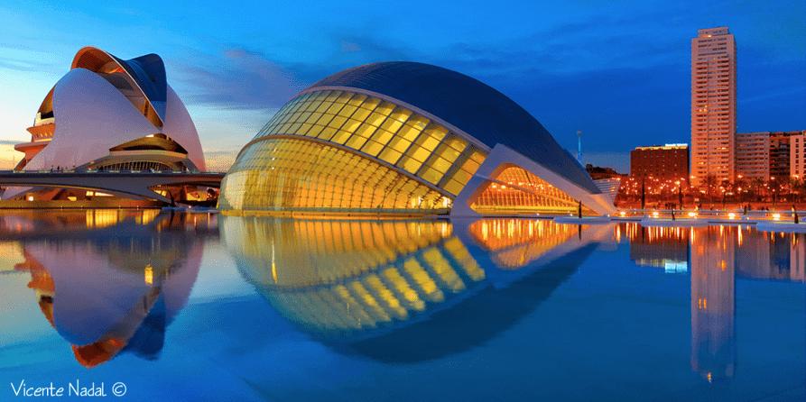 Ciudad de las Artes y las Ciencias con enfoque en todos los planos