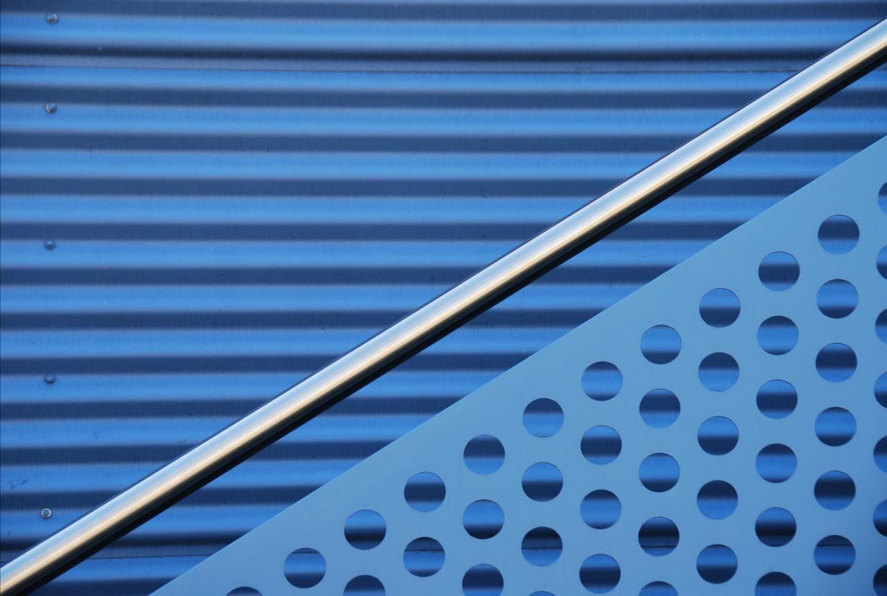 Ejemplo de composición con líneas diagonales