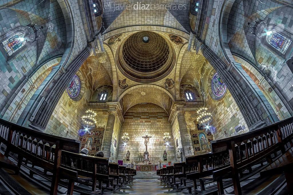El ojo de pez en el interior de una catedral
