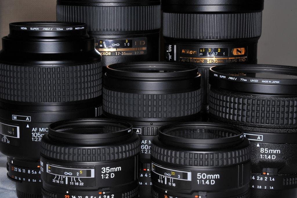 Adelante: focales fijas. Atrás: focales variables