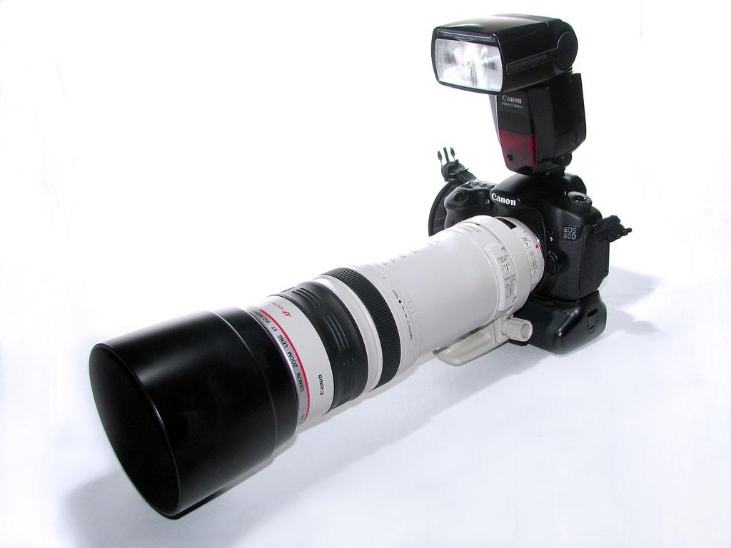 Cabezal zoom para trabajar con diversas distancias focales cómodamente.