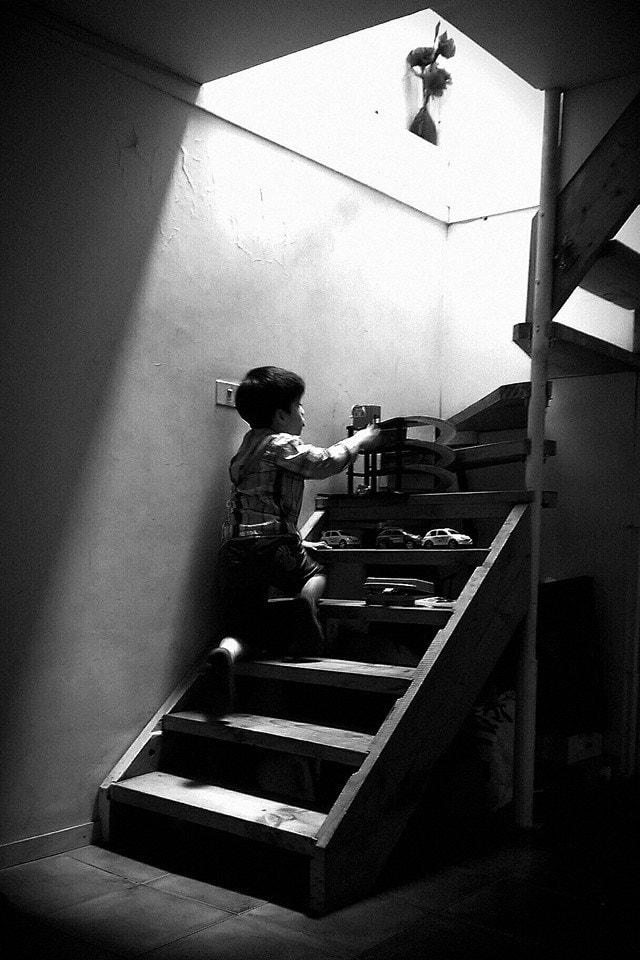 Carlos Rodrigo Navarro Araneda_Infancia, automóviles y escalera