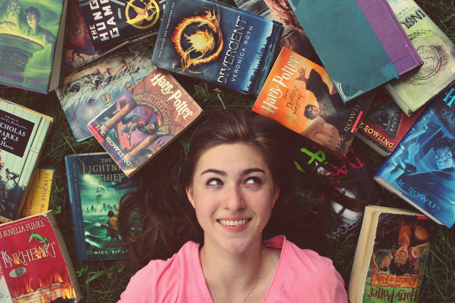 retrato rodeado de libros