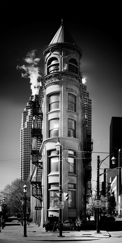 Panorámica de un edificio en blanco y negro