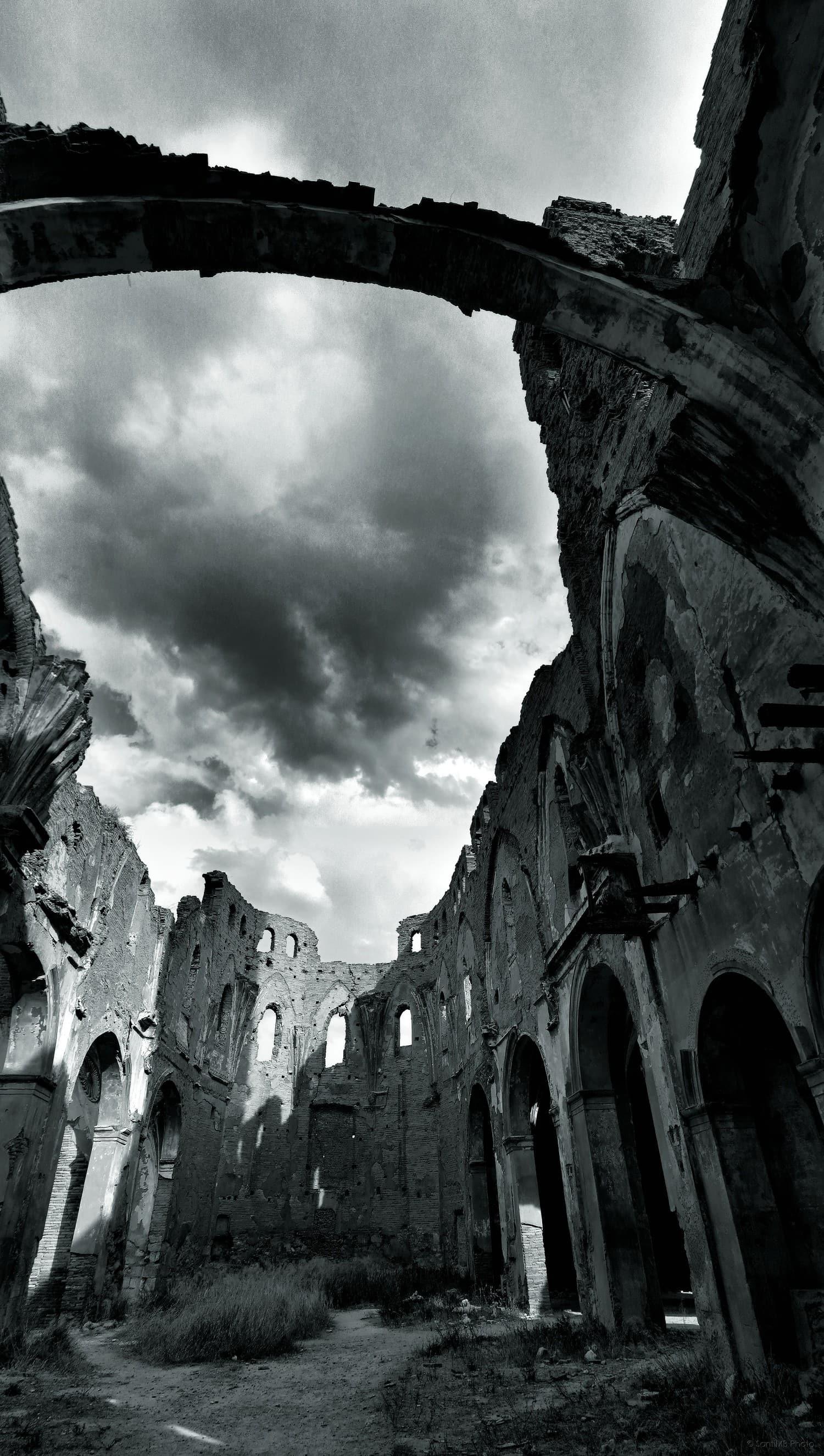 Monumento en ruinas