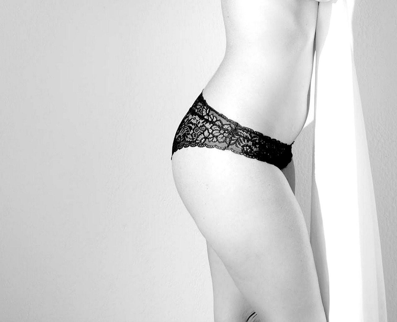 sensual-1198143_1280
