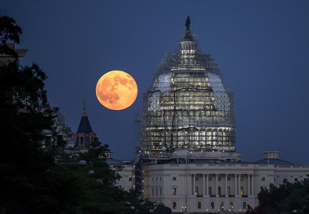 La luna cerca del horizonte