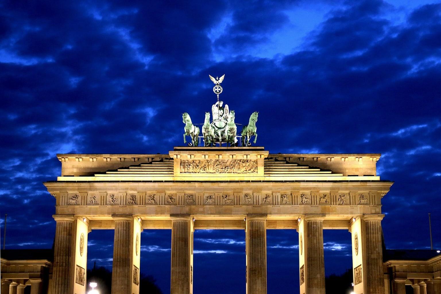 La Puerta de Brandeburgo de noche