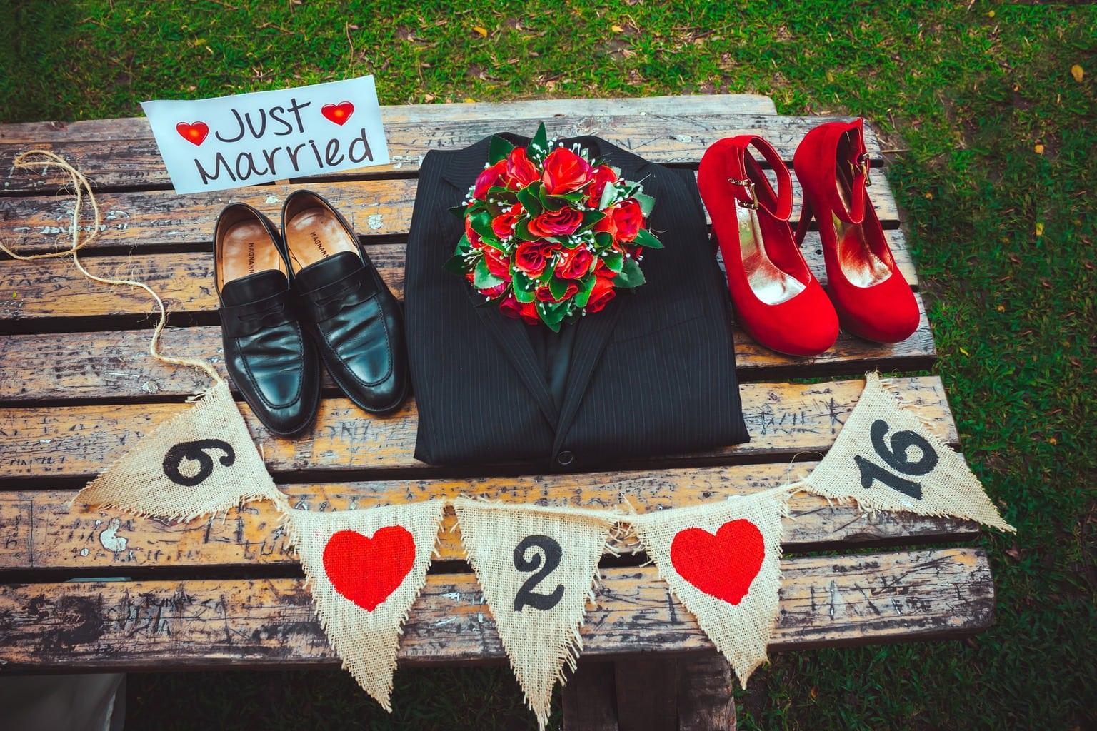 Foto de accesorios de una boda