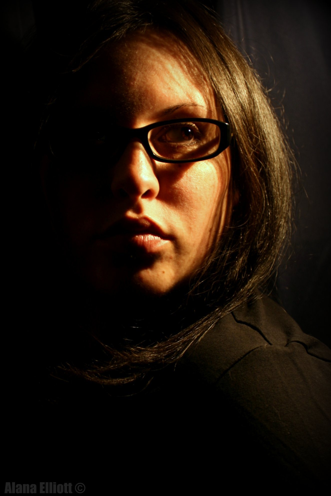 retrato de una mujer con luz lateral
