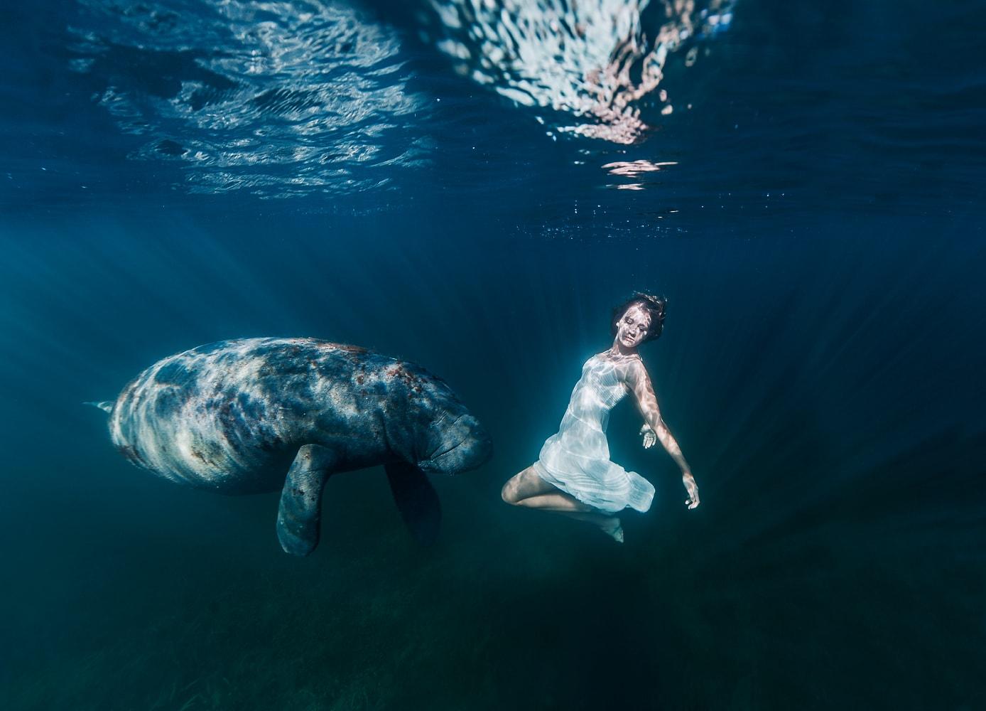 fotografía mujer sumergida de Elena Kalis