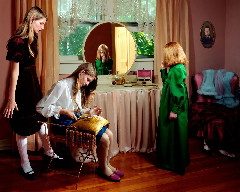 fotografía chicas en el  dormitorio Holly Anders