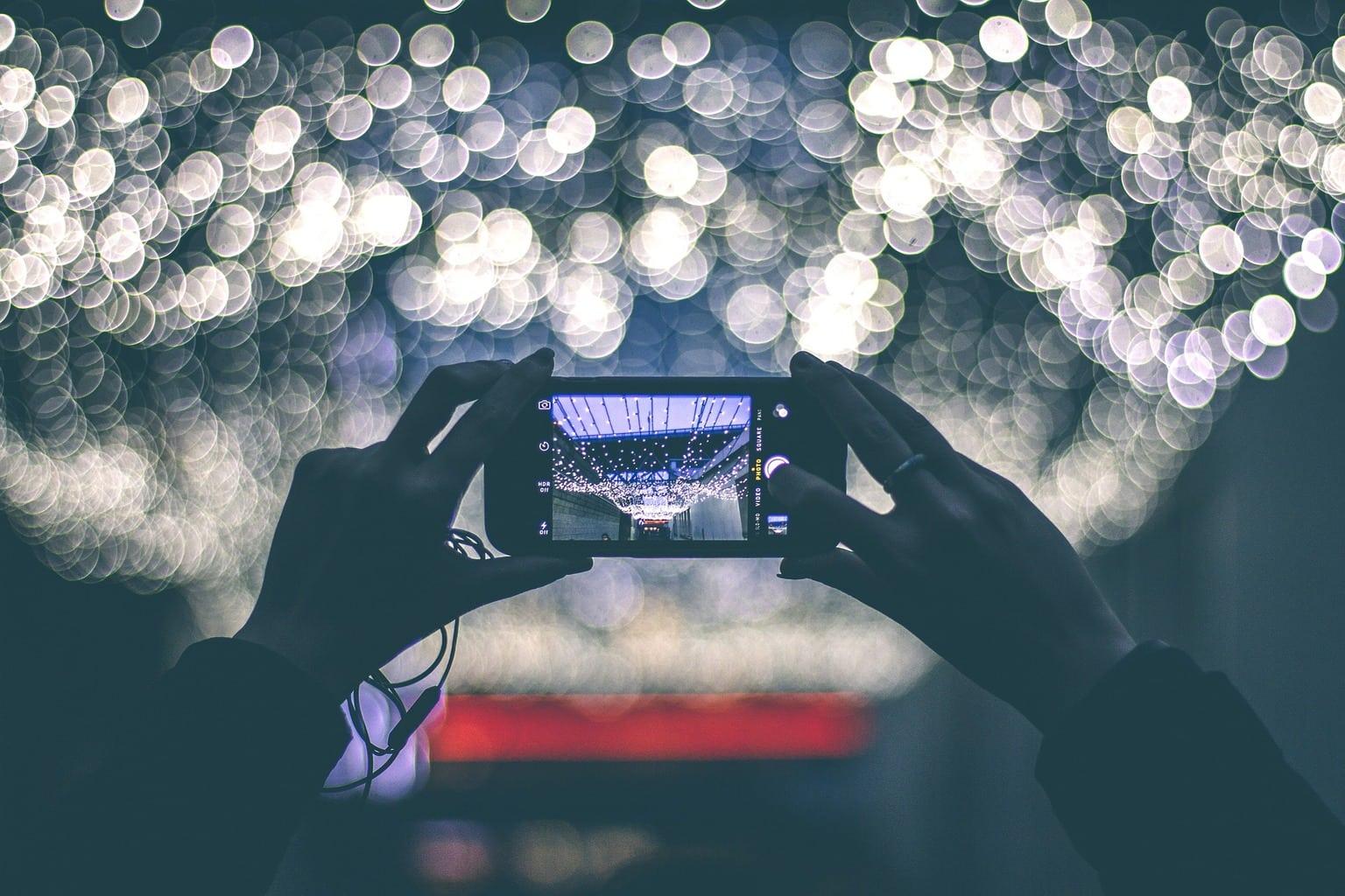 fotografía de un móvil con bokeh