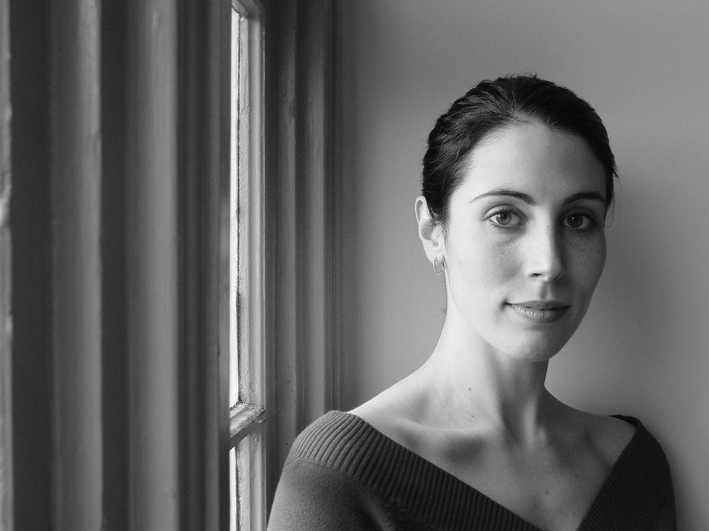 retrato mujer en blanco y negro