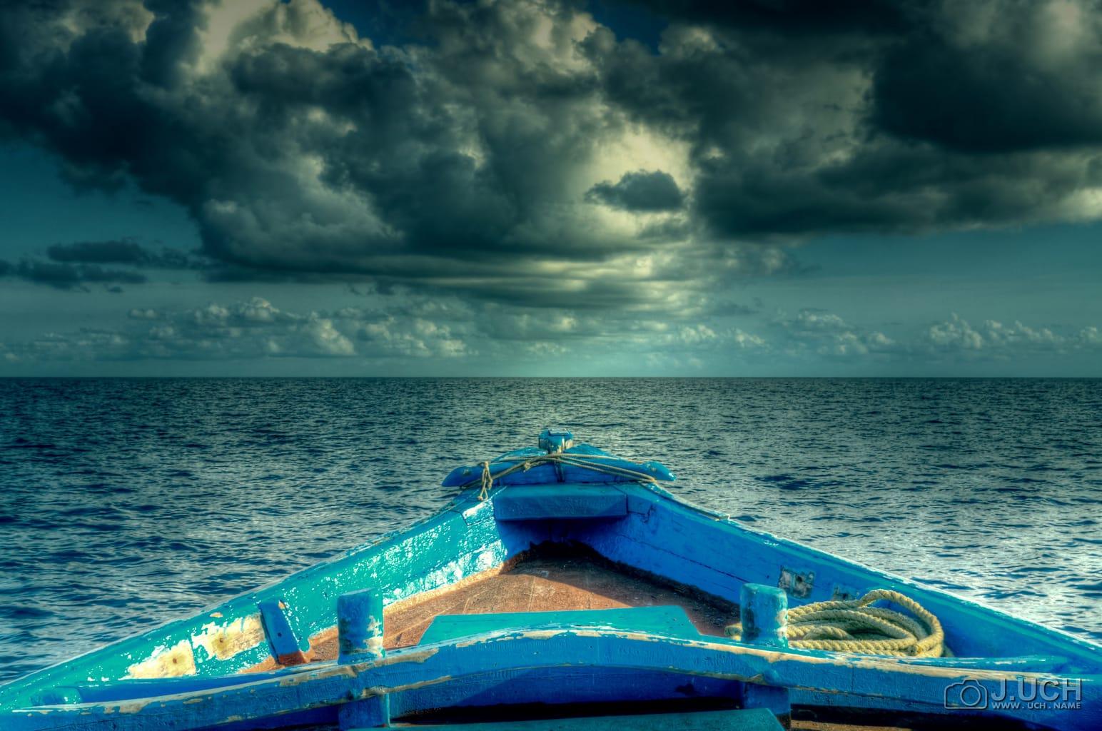 fotografía del mar desde una barca