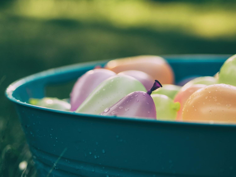 Fotografía de globos con agua de un cumpleaños