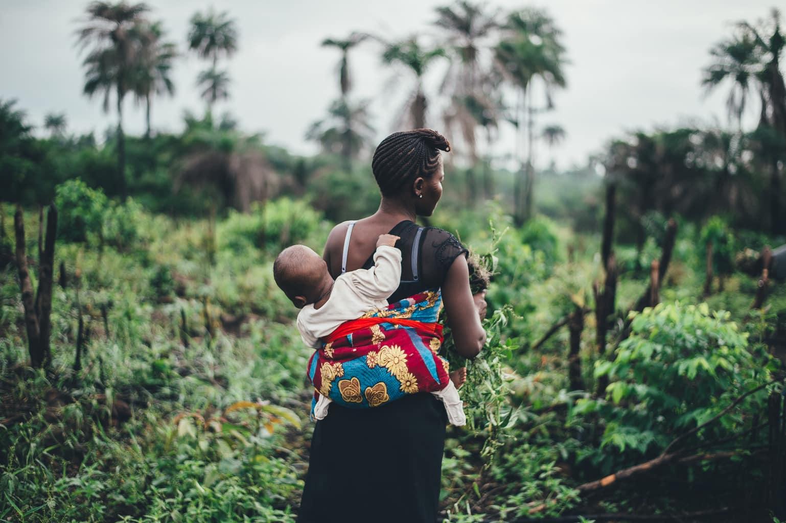 fotografía madre africana con su niño