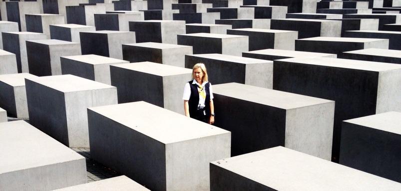 fotografía memorial de los judíos con luz dura