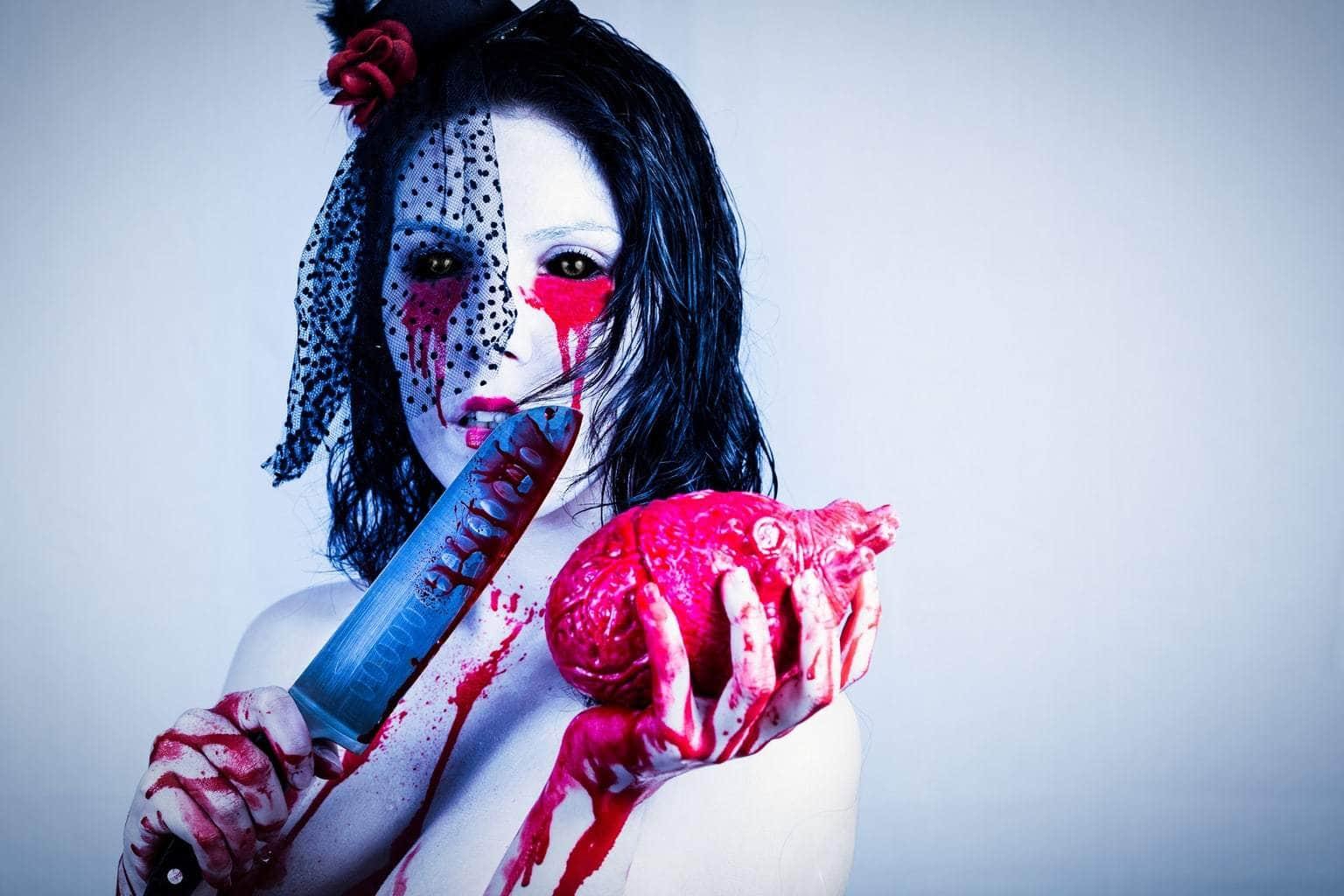 fotografía mujer con cuchillo