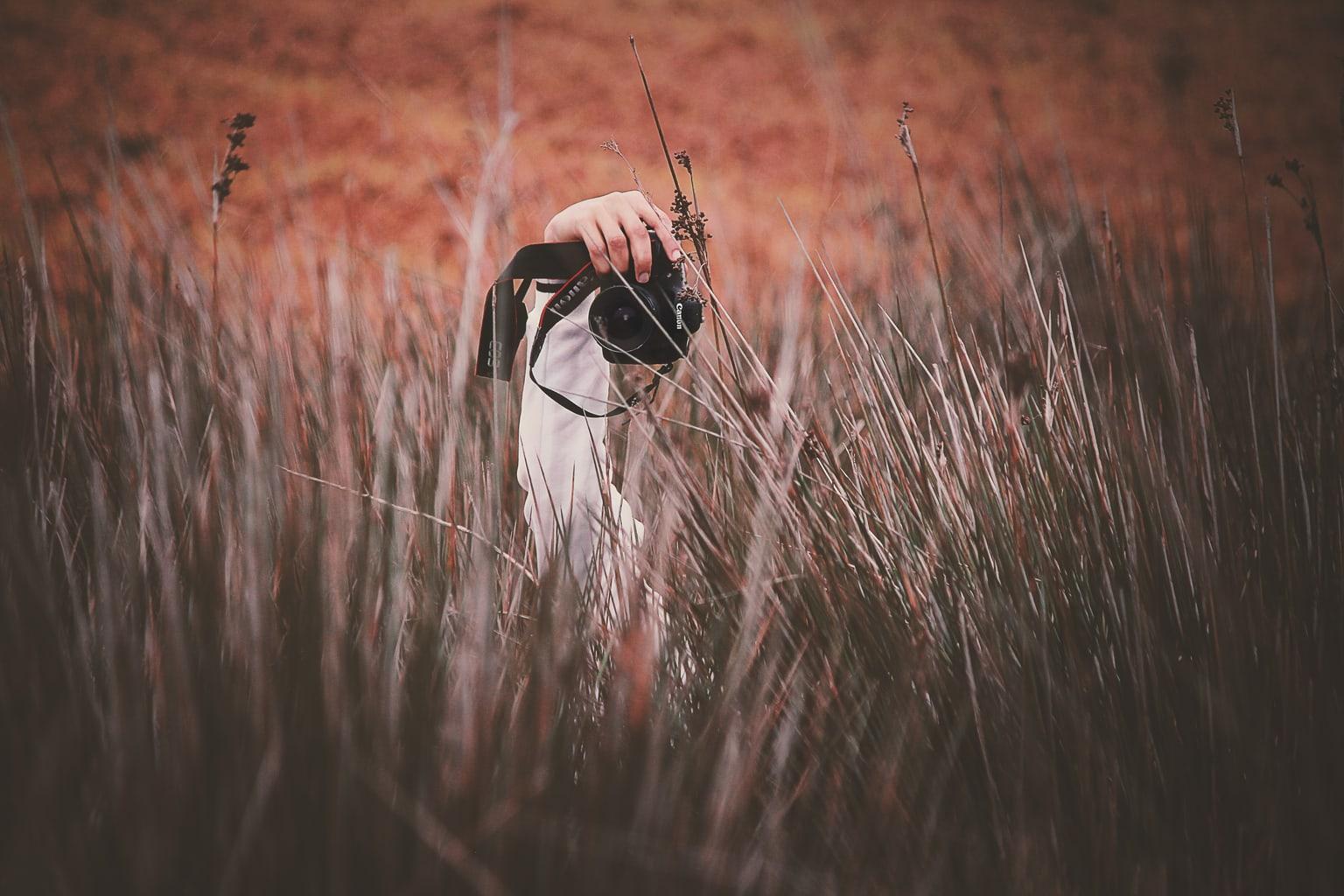 fotografía paisaje cámara réflex en el campo