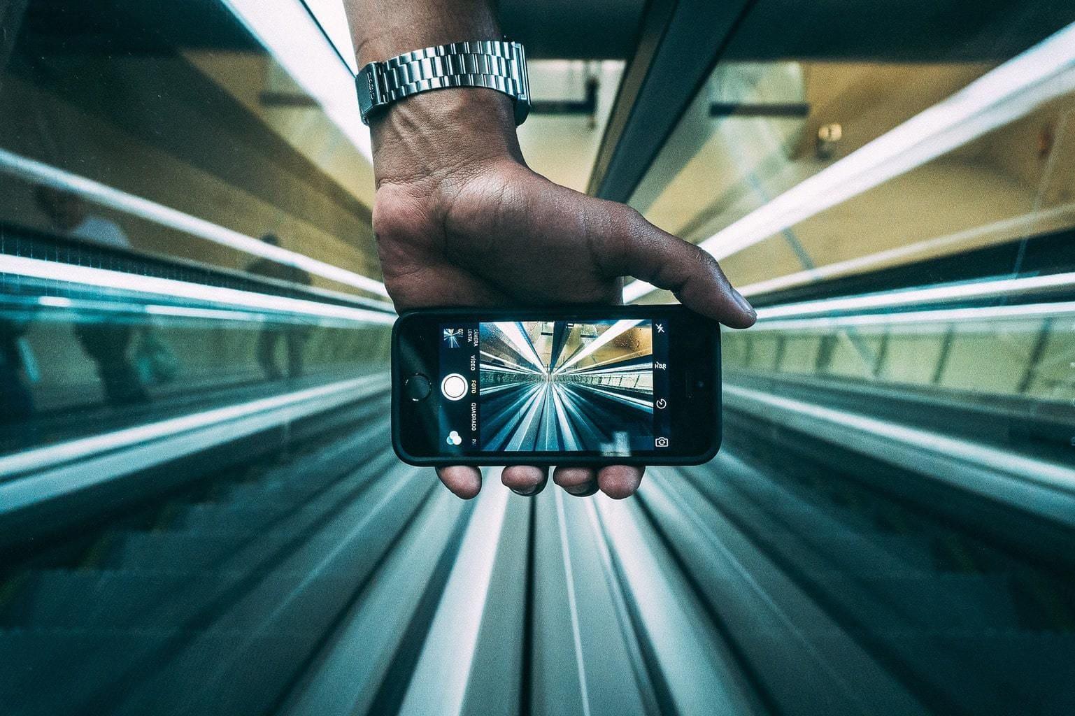 fotografía de un móvil con una foto