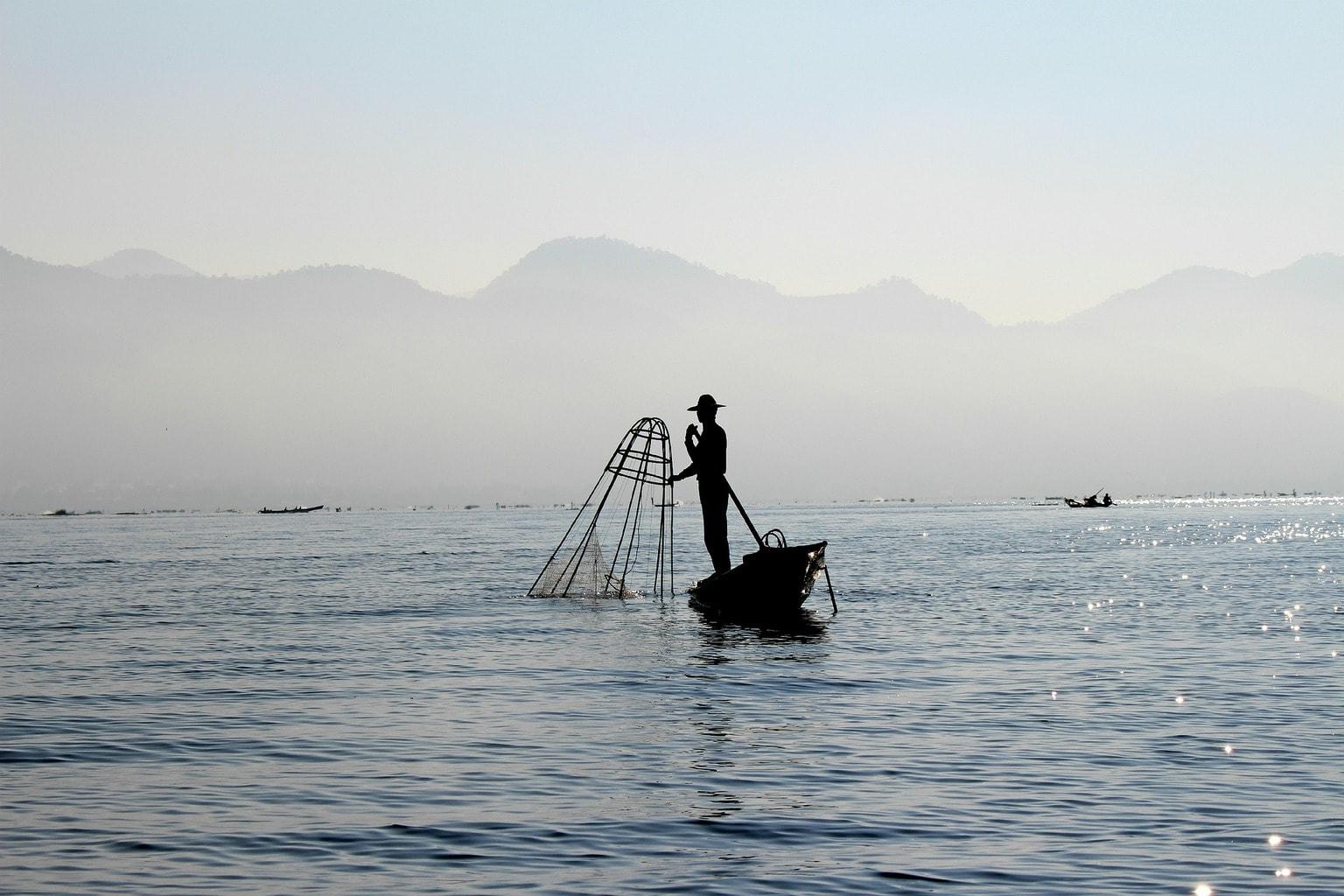 fotografía de un bote de pesca