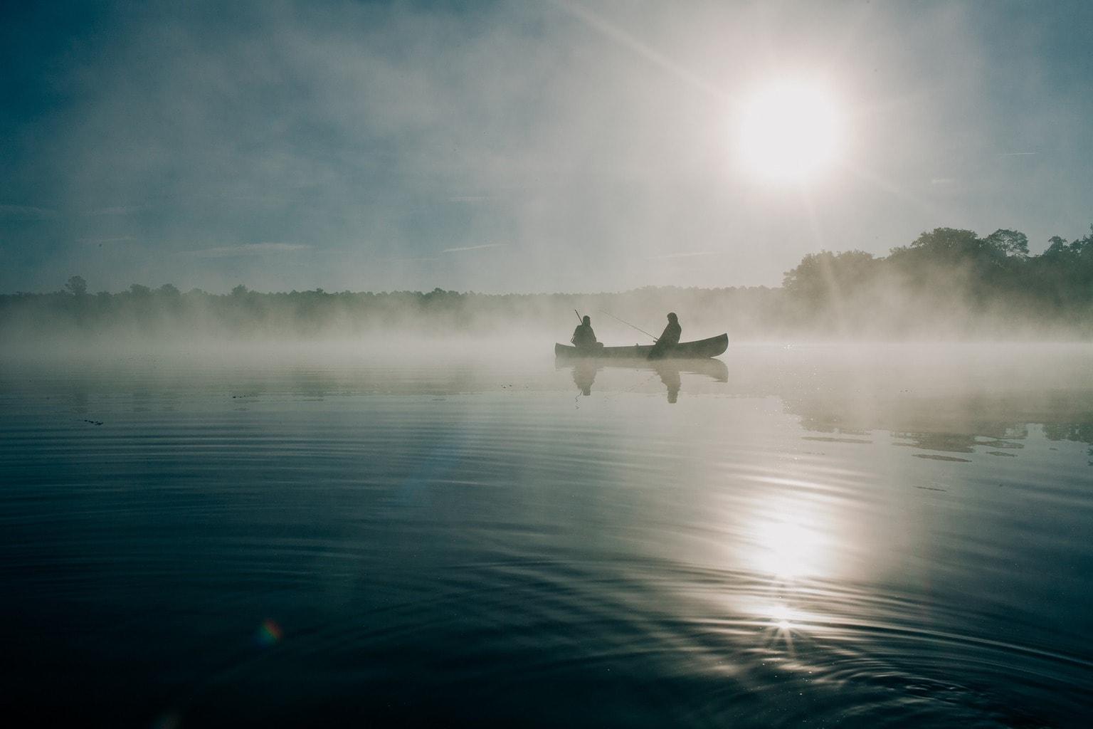 fotografía paisaje bote de pesca en el río