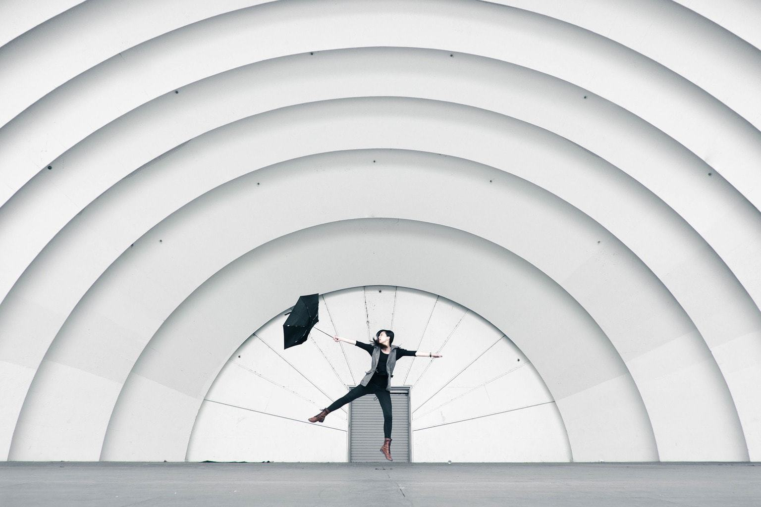 fotografía chica con paraguas