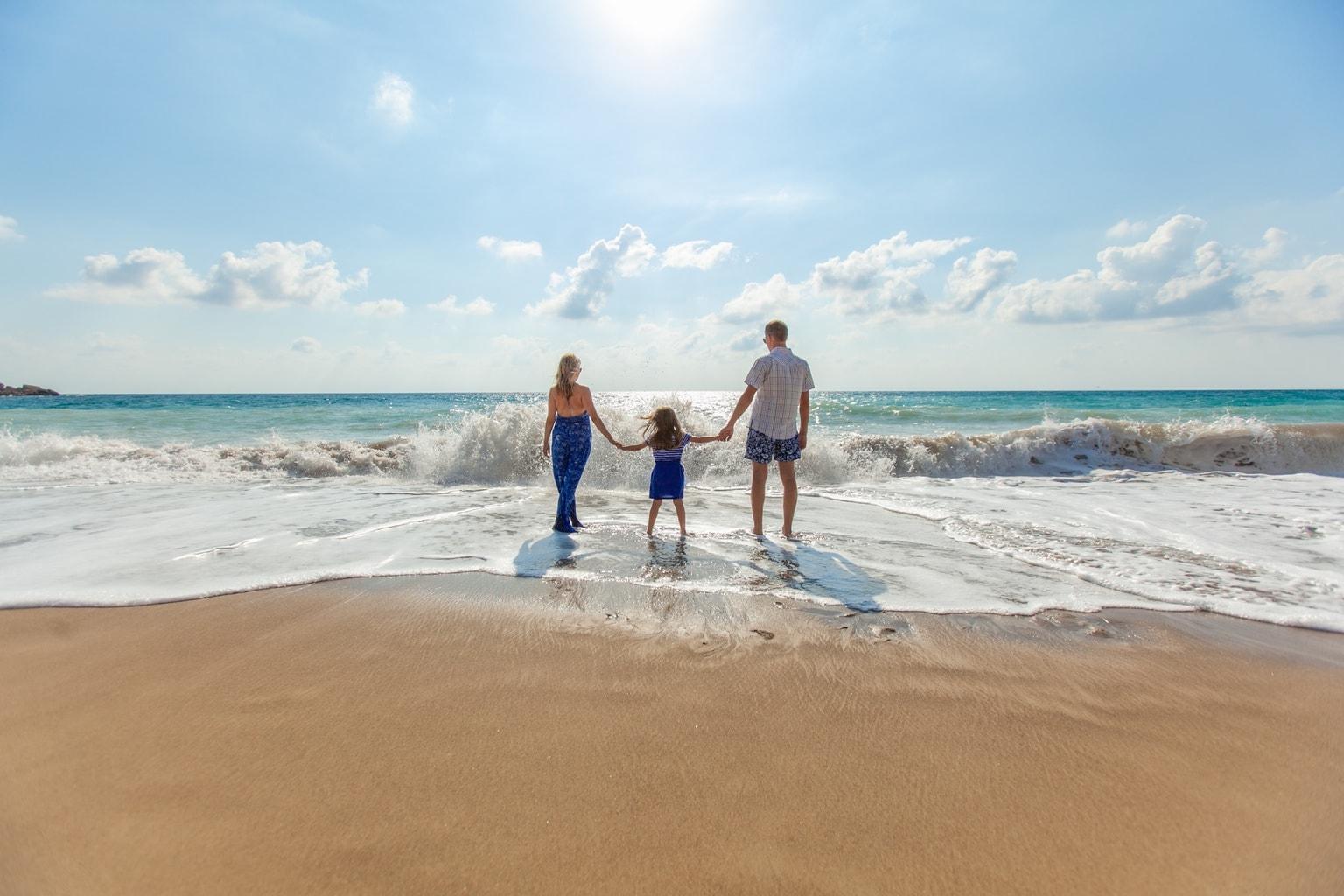 fotografía paisaje de una familia en la playa