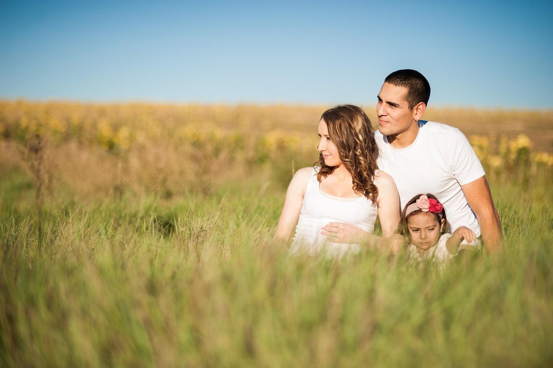 fotografía de una familia en el campo