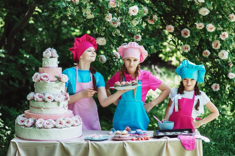 fotografía niñas con una tarta