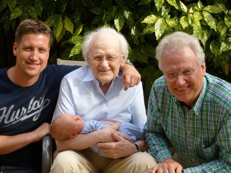 fotografía de una familia de varias generaciones