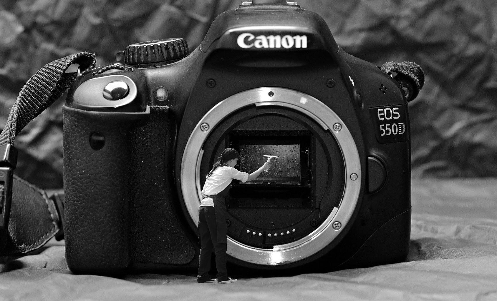 limpiando cámara refléx Canon 550D