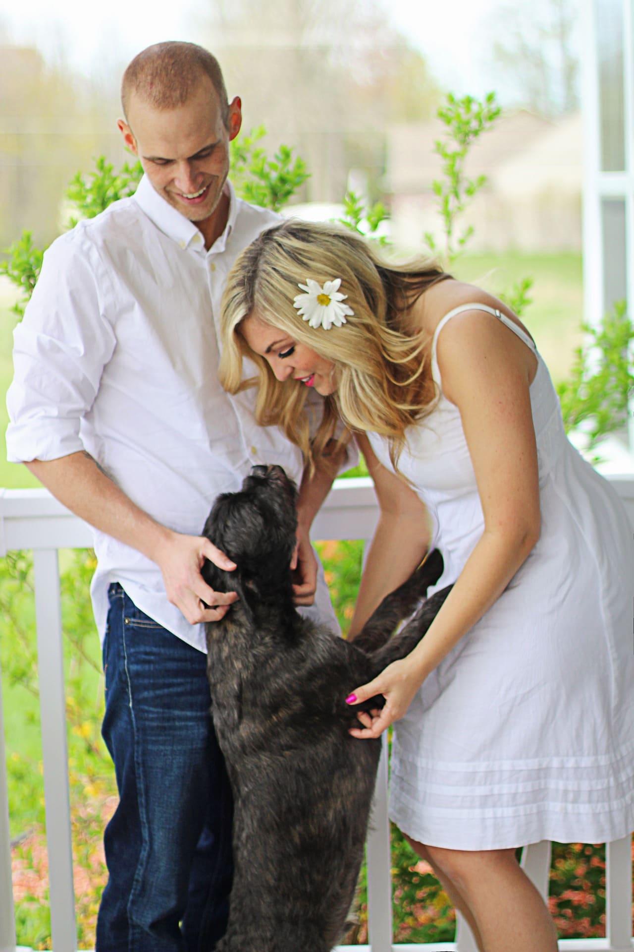 Fotografía pareja con perro