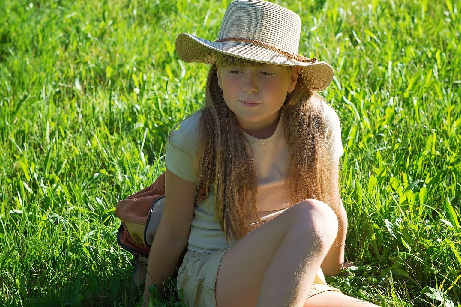 fotografía de una niña en el parque