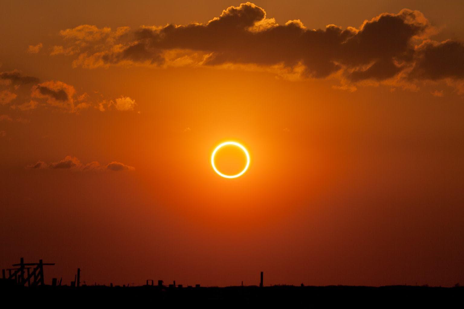 fotografía paisaje de un eclipse solar