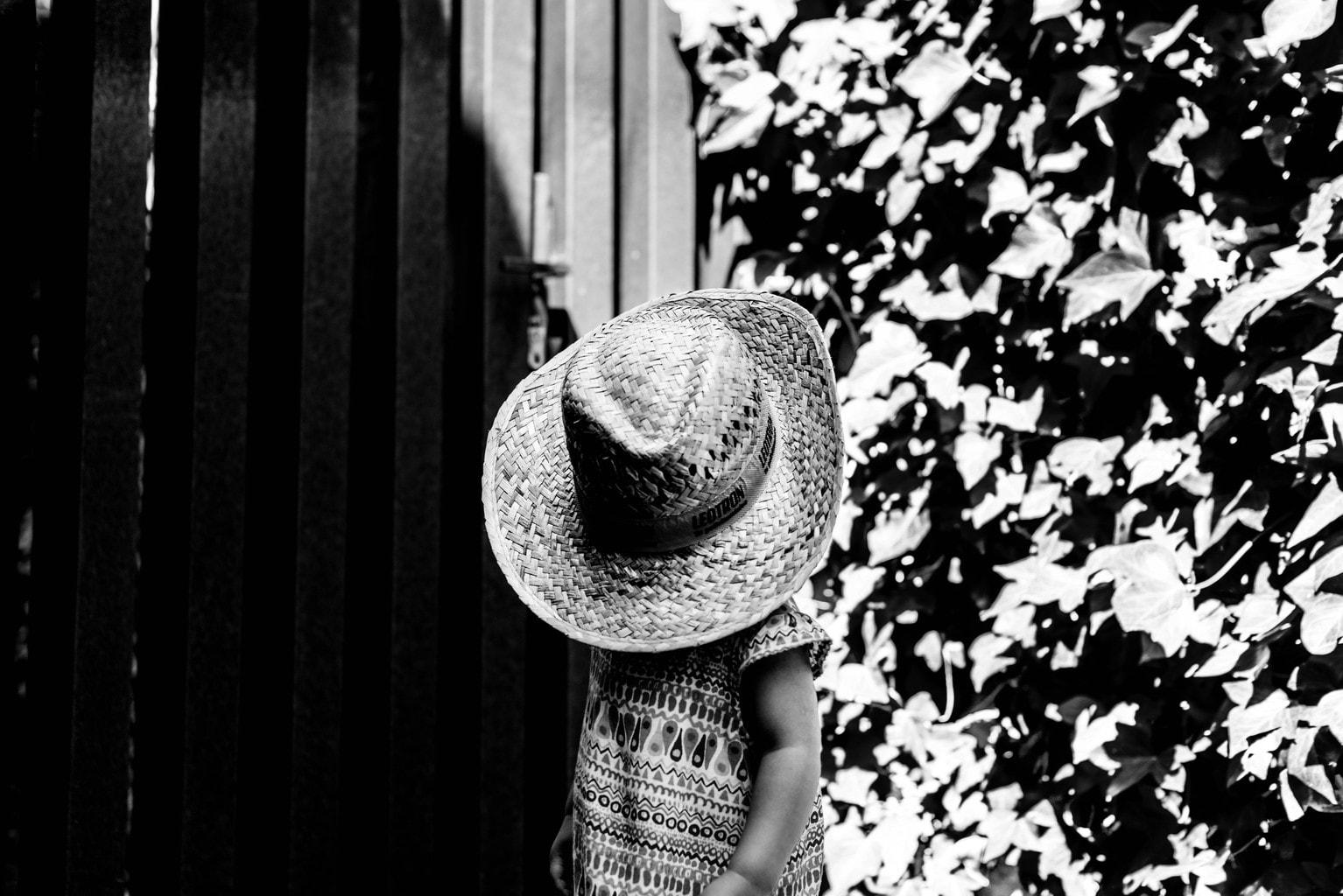 fotografía artística niña con un sombrero