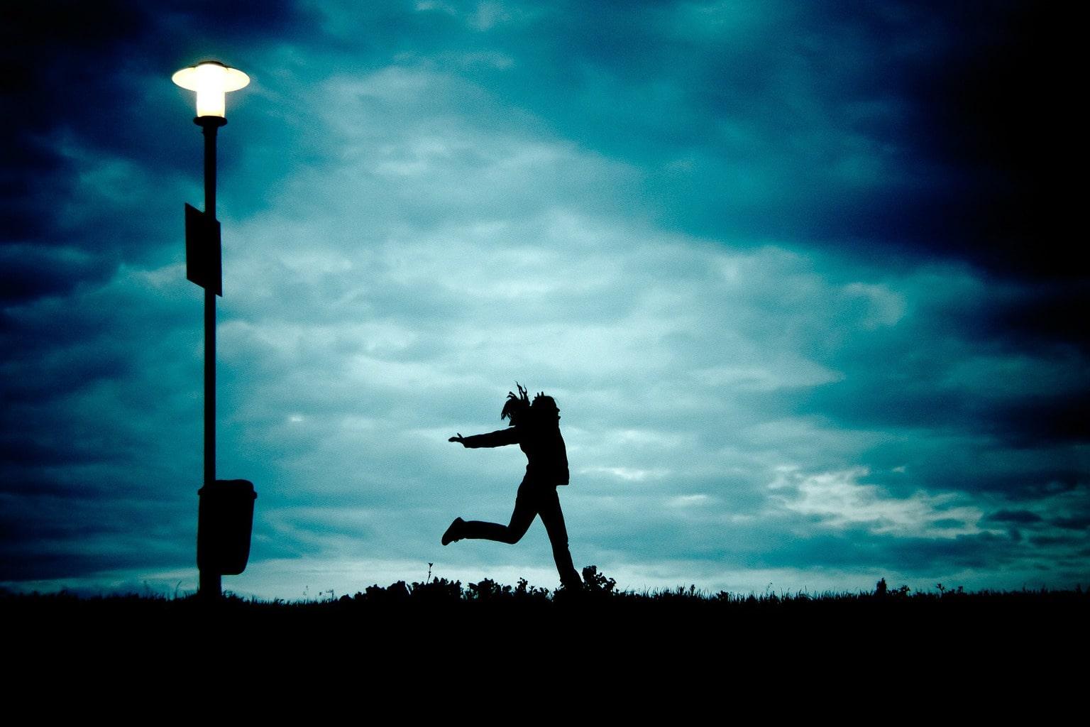 fotografía móvil una chica corriendo