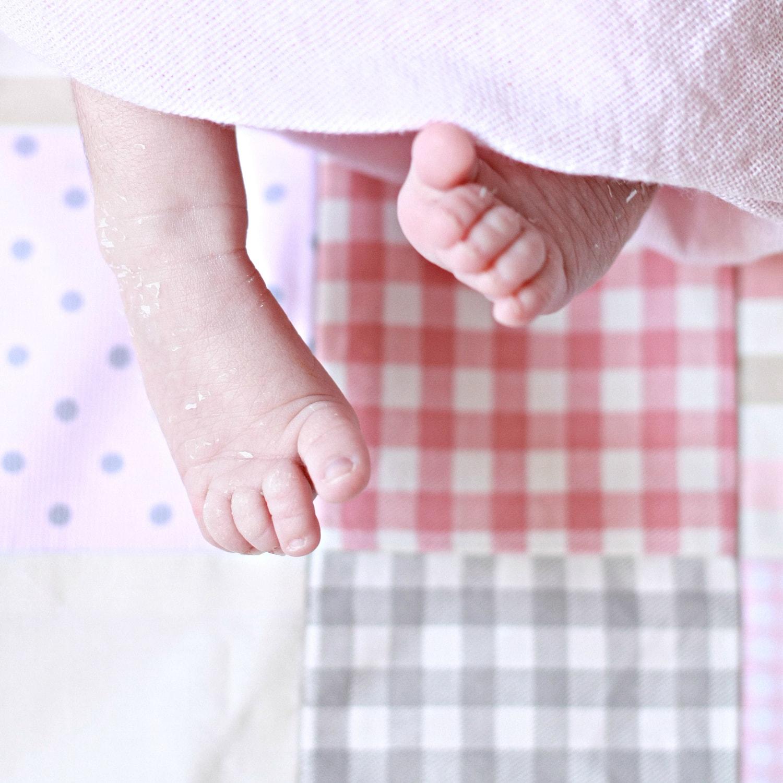 Foto de pies de niño recién nacido