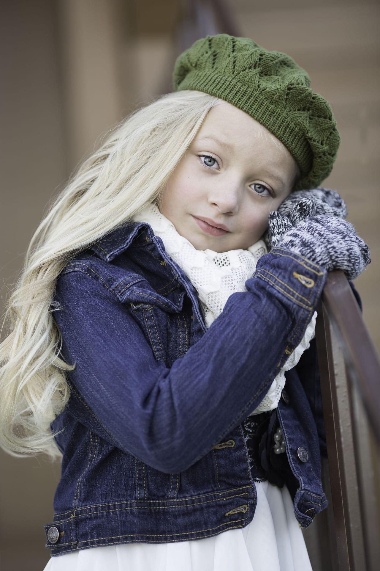 Retrato de una niña en invierno