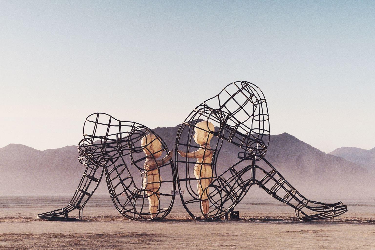 fotografía estatuas en un desierto