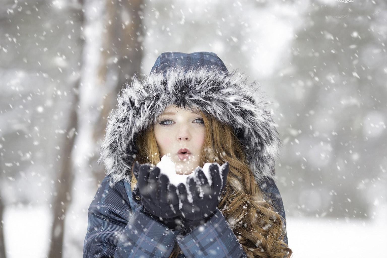 retrato de una mujer en la nieve