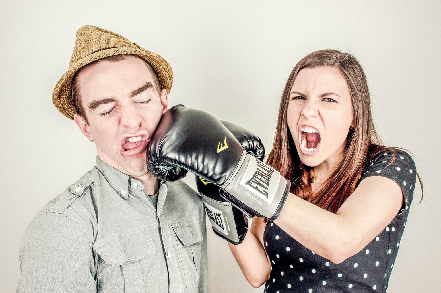 fotografía de una pareja boxeo
