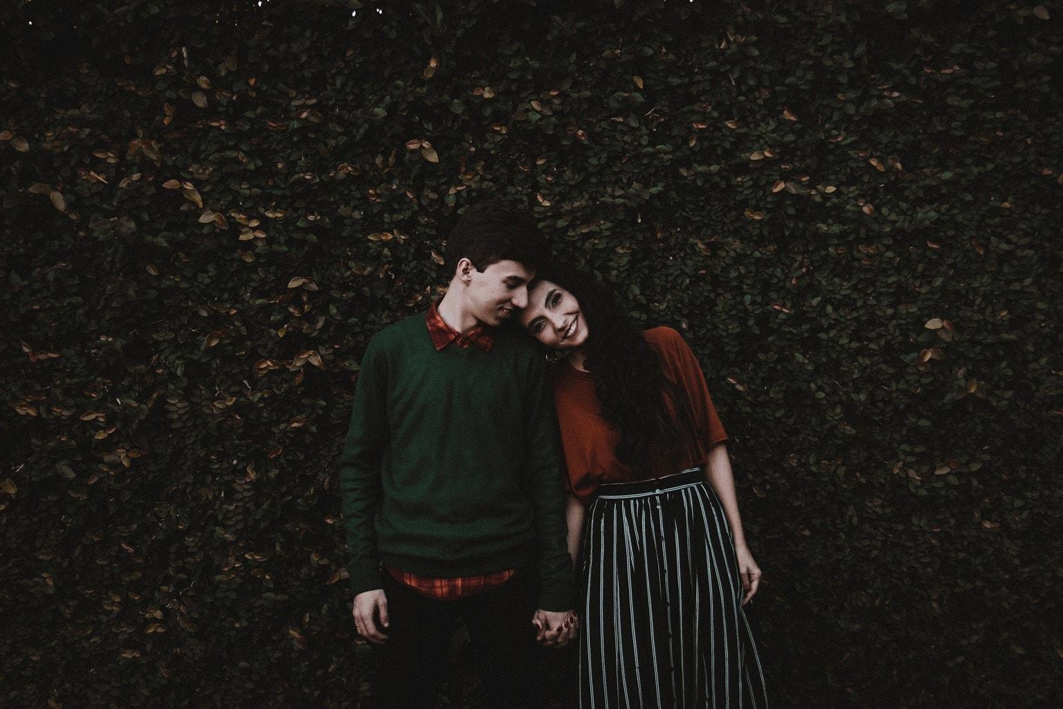 fotografía de una pareja sonríendo
