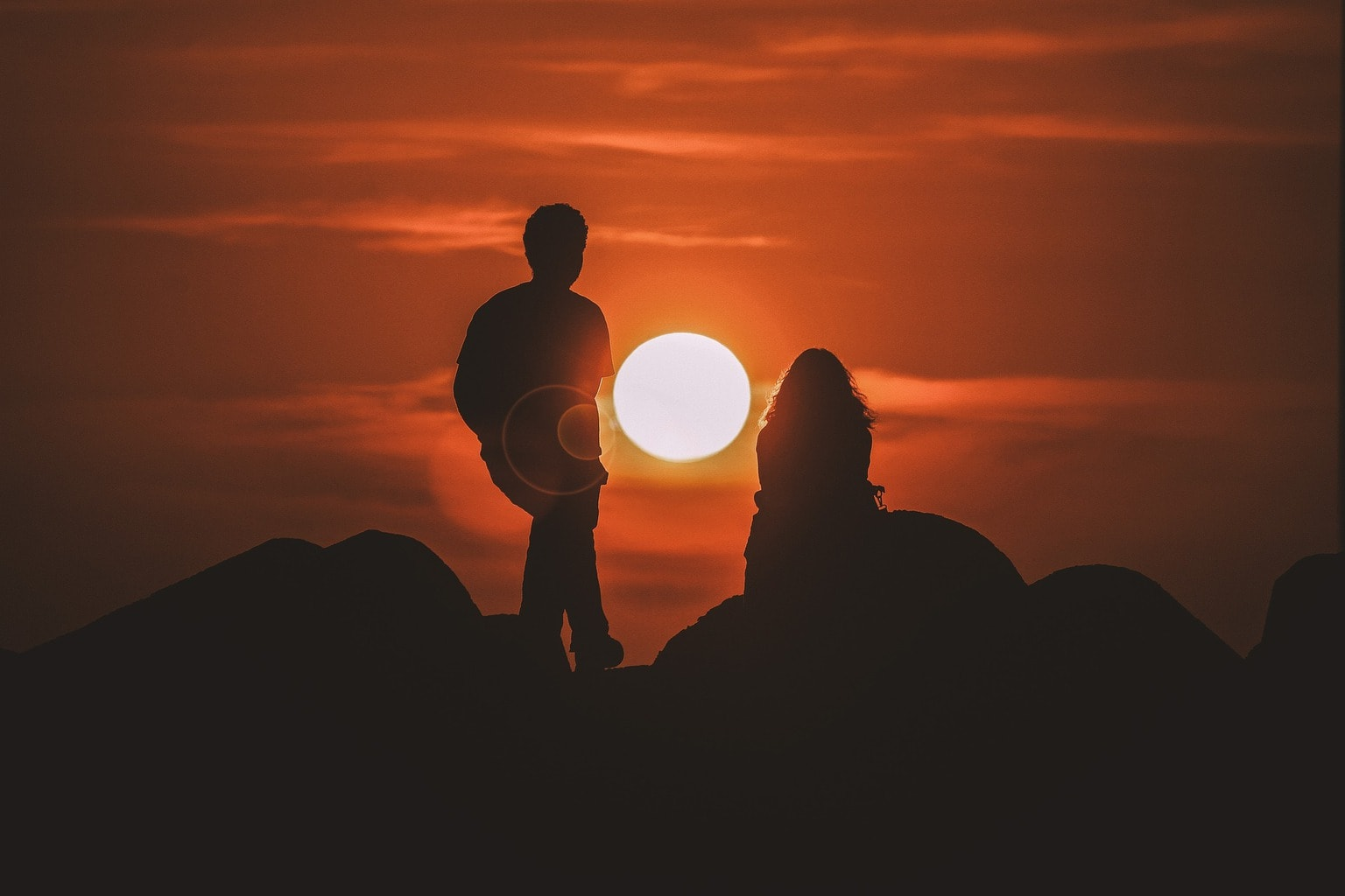 fotografía de una pareja al atardecer