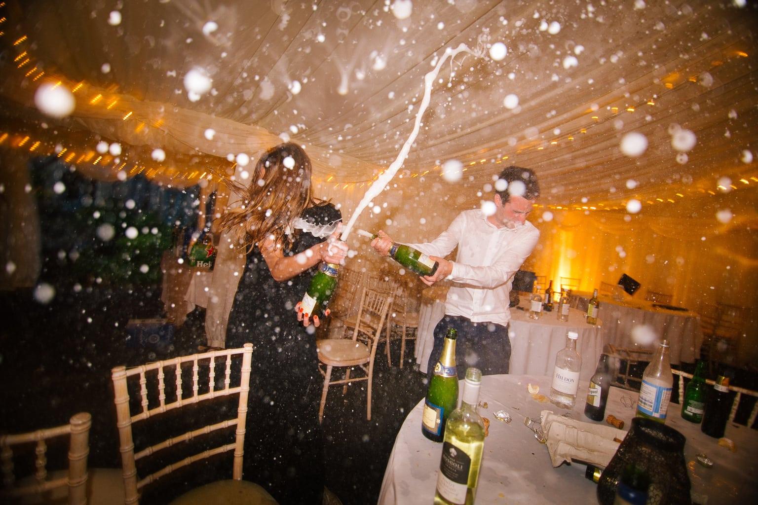 fotografía pareja celebrando fin de año