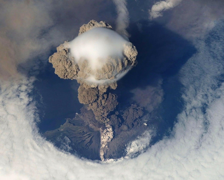 Fotografía erupción volcán