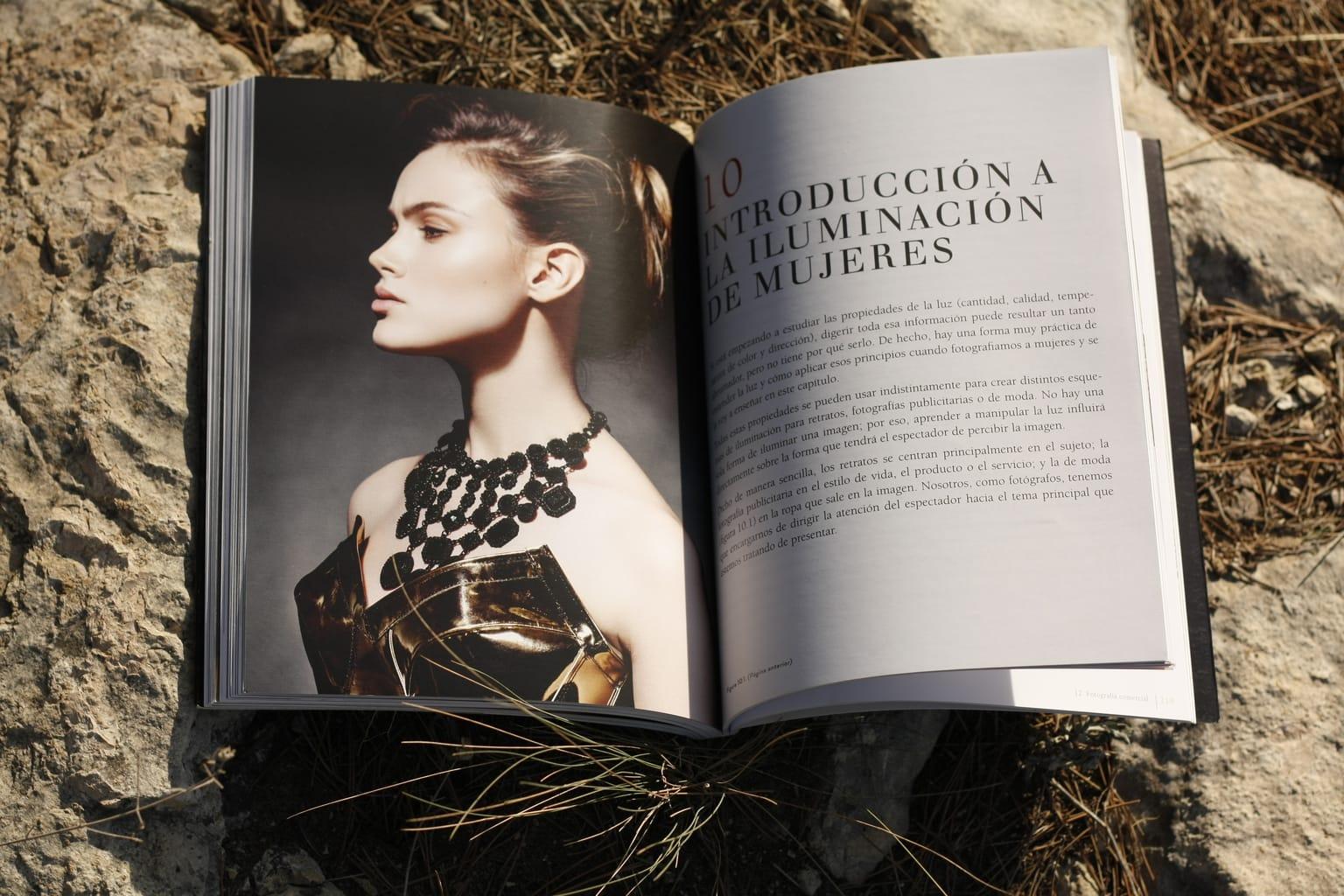 Iluminación libro fotografíar a la mujer